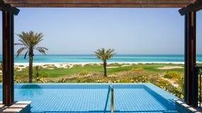 Abu Dhabi I sommaren av 2016 Den skyddade oasen på hotellSten Regis Saadiyat Island Resort Arkivbilder