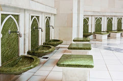 ABU DHABI - 5. JUNI: Ein Platz für das Waschen der Füße Stockfotografie