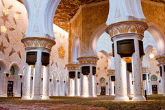 ABU DHABI - 5. JUNI: Sheikh Zayed Mosque Stockbilder