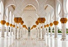 ABU DHABI - 5. JUNI: Sheikh Zayed Mosque Stockbild