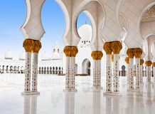 ABU DHABI - 5. JUNI: Sheikh Zayed Mosque Stockfotografie