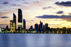 Abu Dhabi linia horyzontu Zdjęcie Stock