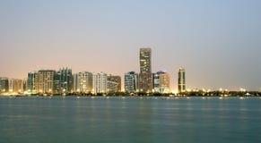 Abu Dhabi linia horyzontu, Zjednoczone Emiraty Arabskie Zdjęcia Royalty Free