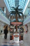 Abu Dhabi Marina Mall i UAE Arkivbilder