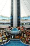 Abu Dhabi Marina Mall i UAE Arkivfoton