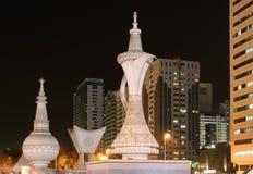 Abu Dhabi nachts, Vereinigte Arabische Emirate Stockfotografie