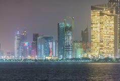 Abu Dhabi-Nachtskyline, UAE Lizenzfreies Stockbild