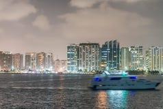 Abu Dhabi-Nachtskyline, UAE Stockfotos