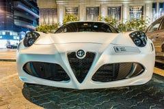 ABU DHABI - NOVEMBER 3, 2016: Alfa Romeo 4C kupé i Abu Dhabi Royaltyfri Bild