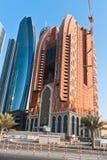 Abu Dhabi nytt område med skyskrapakonstruktion Arkivfoto