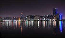 Abu Dhabi på natten Fotografering för Bildbyråer