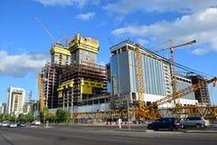Abu Dhabi Plaza ragt in Astana im Bau in Sommer 2016 hoch Stockbild