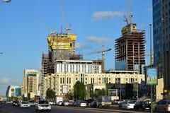 Abu Dhabi Plaza ragt in Astana im Bau in Sommer 2016 hoch Lizenzfreie Stockfotografie