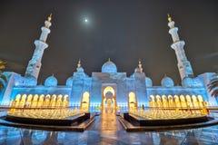 Abu Dhabi Sheikh Zayed Grand-Moskee bij nacht, godsdienst en islam stock afbeelding