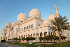Abu Dhabi Sheikh Zayed Mosque außen im Tageslicht Lizenzfreie Stockfotos