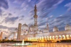 Abu Dhabi Sheikh Zayed Mosque-Dämmerung Minarett vereinigter Araber Emira Lizenzfreies Stockfoto
