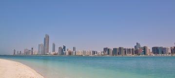 Abu Dhabi Skyline Fotografía de archivo libre de regalías