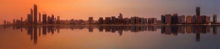 Abu Dhabi Skyline Fotografering för Bildbyråer