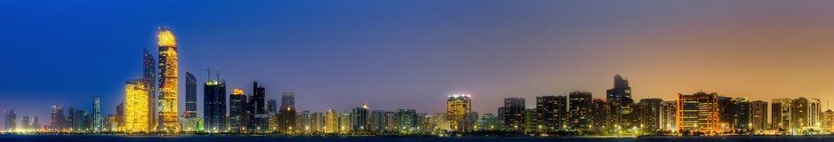 Abu Dhabi Skyline Imágenes de archivo libres de regalías