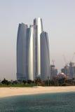 Abu Dhabi skyskrapa Arkivfoto