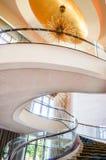 Abu Dhabi Sommar 2016 Ljus och modern inre St Regis Saadiyat Island Resort för lyxigt hotell Arkivbild