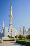 Abu Dhabi Sommer 2016 Die berühmte Sheikh Zayed Grand-Moschee Äußeres und der Innenraum Lizenzfreie Stockbilder