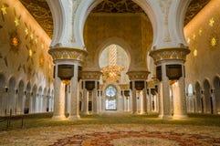 Abu Dhabi Sommer 2016 Die berühmte Sheikh Zayed Grand-Moschee Äußeres und der Innenraum Stockfotos