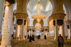 Abu Dhabi Sommer 2016 Die berühmte Sheikh Zayed Grand-Moschee Äußeres und der Innenraum Lizenzfreies Stockfoto