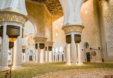 Abu Dhabi Sommer 2016 Die berühmte Sheikh Zayed Grand-Moschee Äußeres und der Innenraum Stockfotografie