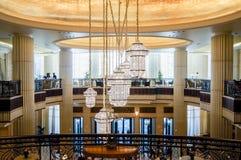 Abu Dhabi Sommer 2016 Helles und modernes Innenluxushotel St. Regis Abu Dhabi Corniche Lizenzfreie Stockbilder