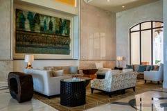 Abu Dhabi Sommer 2016 Helles und modernes Innenluxushotel St. Regis Saadiyat Island Resort Lizenzfreies Stockbild