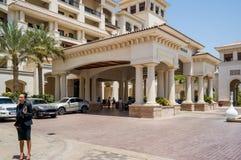 Abu Dhabi Sommer 2016 Helles und modernes Innenluxushotel St. Regis Saadiyat Island Resort Lizenzfreie Stockbilder
