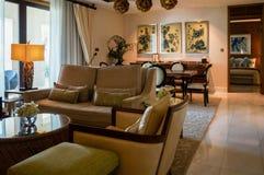 Abu Dhabi Sommer 2016 Helles und modernes Innenluxushotel St. Regis Saadiyat Island Resort Lizenzfreie Stockfotos