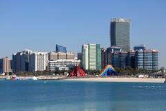 Abu Dhabi-Strand und -Skyline Stockfoto