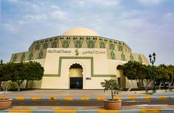 Abu Dhabi, UAE - 27. April 2018: Abu Dhabi Theater-Gebäudeorte Stockbilder