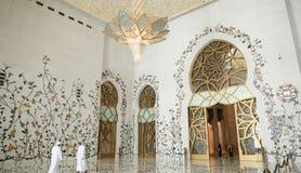ABU DHABI, UAE - 20. AUGUST 2014: Sheikh Zayed Mosque, Abu Dhabi, Vereinigte Arabische Emirate Lizenzfreie Stockfotos