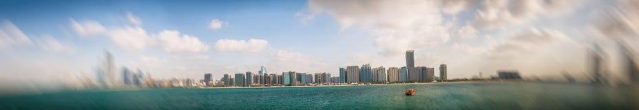 ABU DHABI UAE - DECEMBER 8, 2016: Panorama- cityscape av Abu Dh Arkivfoton