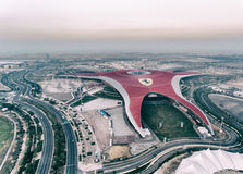 ABU DHABI, UAE - 6. DEZEMBER 2016: Ferrari-Weltpark ist- der Lar Lizenzfreie Stockbilder