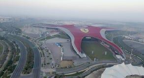 ABU DHABI, UAE - DEZEMBER 2016: Ferrari-Weltvogelperspektive Abu D Lizenzfreie Stockbilder
