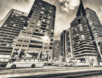 ABU DHABI, UAE - 7. DEZEMBER 2016: Gebäude in im Stadtzentrum gelegenem Abu Dha Stockfotos
