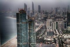 ABU DHABI, UAE - 8. DEZEMBER 2016: Vogelperspektive von Corniche-Straße Stockbild