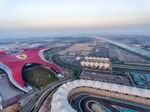 ABU DHABI, UAE - GRUDZIEŃ 2016: Widok z lotu ptaka Ferrari świat Th Zdjęcia Stock