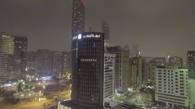 ABU DHABI, UAE - GRUDZIEŃ 2016: Powietrzny nocy miasta widok Abu Dhab Zdjęcie Royalty Free