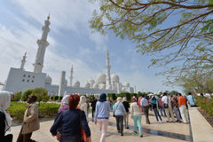 ABU DHABI, UAE -19 IM MÄRZ 2016: Sheikh Zayed Grand Mosque in Abu Dhabi, Vereinigte Arabische Emirate Stockfotos