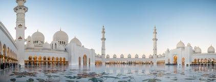 Abu Dhabi UAE, 04 Januari 2018, Sheikh Zayed Grand Mosque i Abu Dhabi Arkivfoton