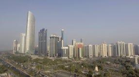 Abu Dhabi, UAE Luftstadtansicht von Corniche-Strand Stockfoto