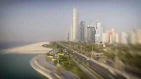 Abu Dhabi, UAE Luftstadtansicht von Corniche-Strand Lizenzfreies Stockfoto
