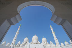 ABU DHABI, UAE -19 MARÇO DE 2016: Sheikh Zayed Grand Mosque em Abu Dhabi, Emiratos Árabes Unidos Fotos de Stock
