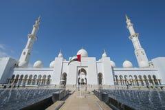 ABU DHABI, UAE -19 MARÇO DE 2016: Sheikh Zayed Grand Mosque em Abu Dhabi, Emiratos Árabes Unidos Foto de Stock Royalty Free