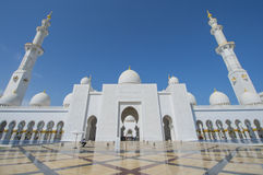 ABU DHABI, UAE -19 MARÇO DE 2016: Sheikh Zayed Grand Mosque em Abu Dhabi, Emiratos Árabes Unidos Imagem de Stock